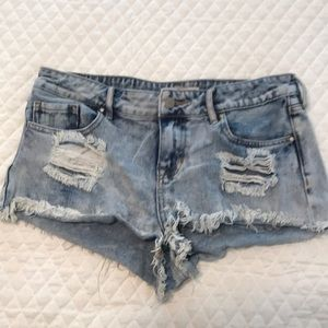 Bullhead Low Rise Super Distressed Shorts Size 28